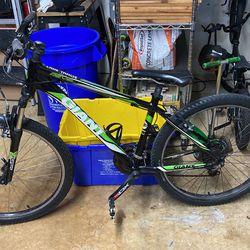 Giant Revel Mountain Bike for Sale in Boca Raton, FL
