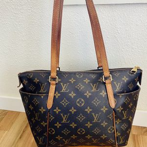 Louis vuitton totally Pm Bag for Sale in Portland, OR