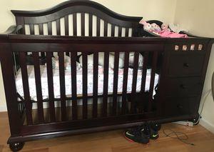 Convertible 3-in-1 Newborn Crib . for Sale in East Orange, NJ