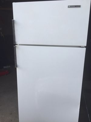 White Westinghouse Refrigerator for Sale in Ankeny, IA