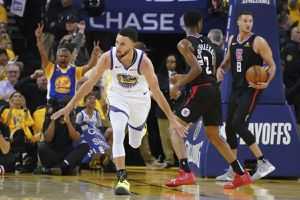 2 Tickets Warriors Vs Clippers Opening Night for Sale in Oakland, CA