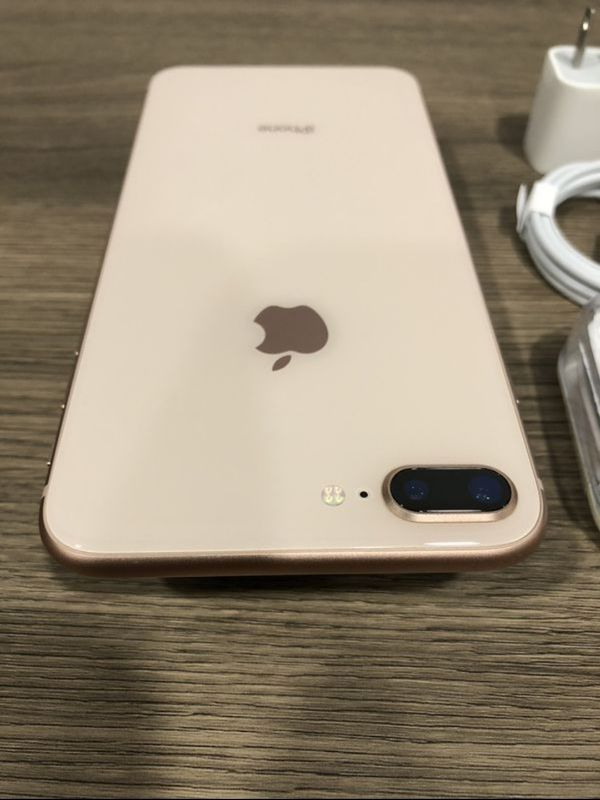 iPhone 8 plus 64GB Like New ( Unlocked for any carrier )