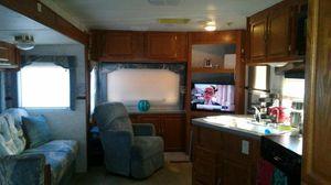 Se vende RV 27 pies con titulo de propiedad todos los appliances funcionan , tiene un amplio slide , aire acondicionado en buen estado for Sale in Hialeah, FL