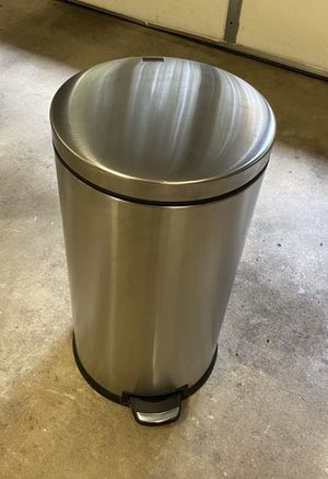"""Simplehuman kitchen size round step trash can - 13 1/2"""" diameter x 25 1/2"""" H for Sale in Potomac, MD"""
