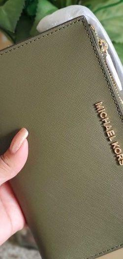 Michael kors double zip wallet/wristlet for Sale in Temecula,  CA
