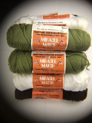 Lot of knitting worsted weight miracle match 4ply yarn. Vecana Plus Olefin Fiber 75% Bicomponent Acrylic Fiber 25% for Sale in Puyallup, WA