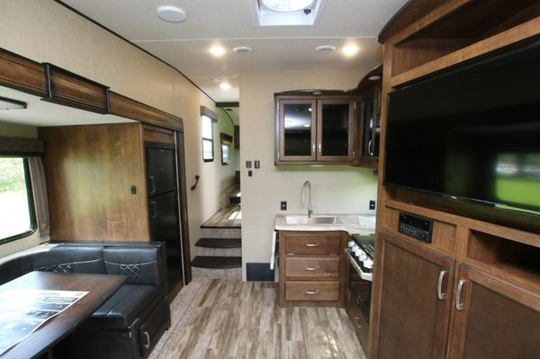 2018 Reflection 230RL 5th wheel by Grand Design