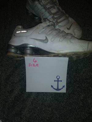 Womens size 6 nikes. for Sale in Fort Pierce, FL