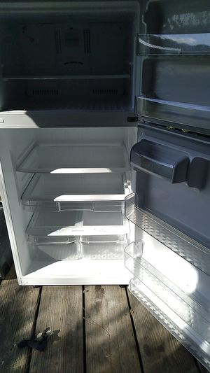 L G Refrigerator no ice maker for Sale in FERNANDINA, FL