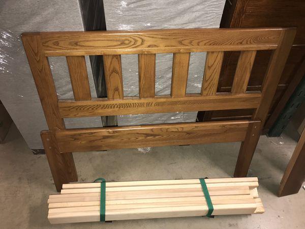 Twin size solid oak wood bed (NATURAL COLOR) Cama de tamaño individual madera solida de roble.