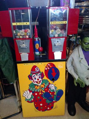 Balloon and gumball arcade machine for Sale in Edison, NJ