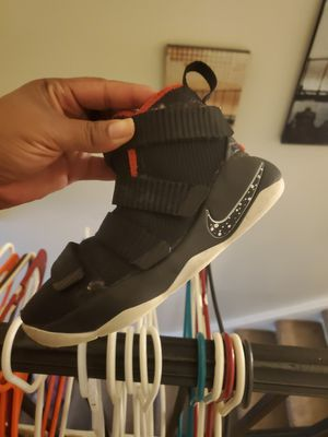 Kod boy Nike Shoes for Sale in Florissant, MO