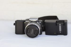 Sony Alpha NEX-3 14.2 MP with 18-55mm lens and camera bag for Sale in Atlanta, GA