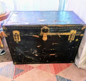 Antique steamer trunk for Sale in Kennewick, WA