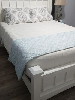 Queen bed frame with head/ foot boards for Sale in Austin,  TX