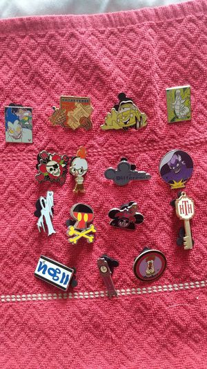 Disney pin lot of 16 with nine hidden mickeys and a cast lanyard for Sale in Oviedo, FL