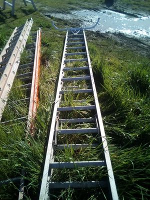 30 ft aluminum ladder for Sale in Vancouver, WA