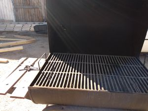 Charcoal grill with smoker works for Sale in Phoenix, AZ
