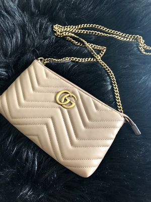 Gucci Marmont crossbody wallet in Nude for Sale in Burbank, CA