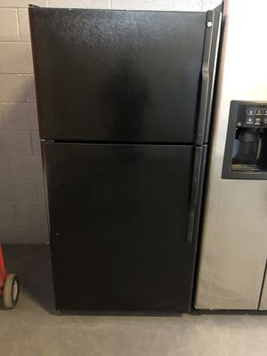 33by68 GE TOP AND BOTTOM FRIDGE BLACK WITH WARRANTY for Sale in Woodbridge, VA