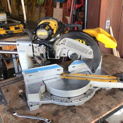 """Dewalt 12"""" Compound Miter Saw For Parts for Sale in Wofford Heights,  CA"""