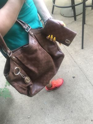 Gucci bag and matching wallet for Sale in Fort Worth, TX