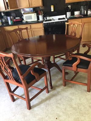 Beautiful cherry wood round kitchen table set with four chairs for Sale in Lancaster, CA