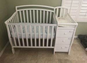 Mini crib and changing table with mattress for Sale in Diamond Bar, CA