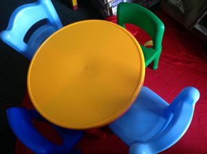 Kids plastic table w/ Lego activity for Sale in Littlerock, CA