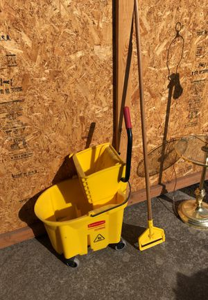 Rubbermaid Industrial Mop Bucket and Mop Head for Sale in Spokane, WA