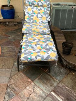 Outdoor Lounge Chair for Sale in Glendale,  CA