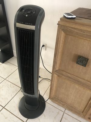 Oscillating fan with ionizer and remote. for Sale in Miami, FL