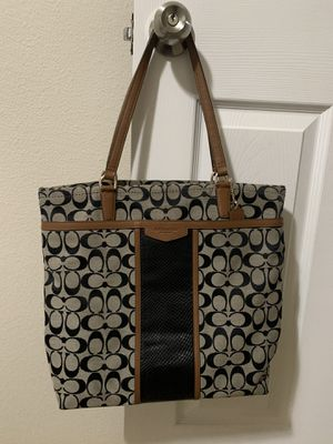 Coach hand bag looks like new for Sale in Renton, WA