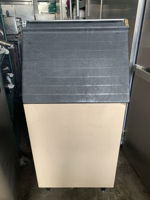 Manitovac model 420 Ice Maker with ben for Sale in Sterling Heights, MI