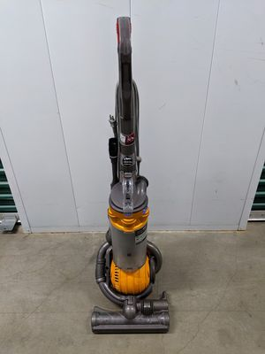 Dyson DC25 Ball Vacuum for Sale in Los Angeles, CA