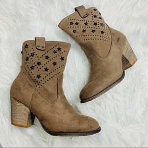 Tan Boots with Star Detail for Sale in Palmdale, CA