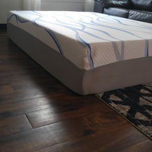 """Queen Mattress Brand New Use Only Couple Month Super Clean Super Comfortable Thick 14"""" Memory Foam Gel Pet Free Smoke-free New 😃😃😃👍👍👍 for Sale in Tacoma, WA"""