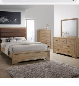 Queen bed+dresser+mirror only free delivery local for Sale in Chicago, IL