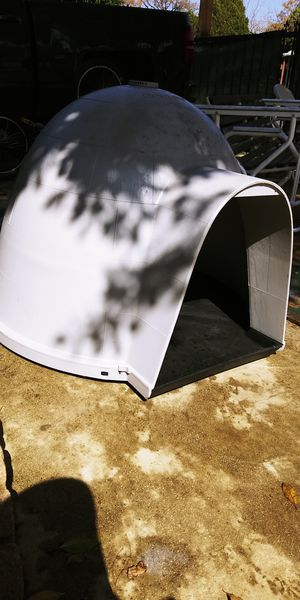 Gogloo dog house for big dogs for Sale in Los Angeles, CA