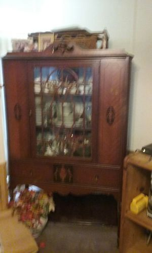 Antique China cabinet for Sale in Westerville, OH