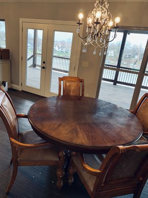 Bernhardt Wood kitchen table with 4 chairs for Sale in Lake Saint Louis, MO