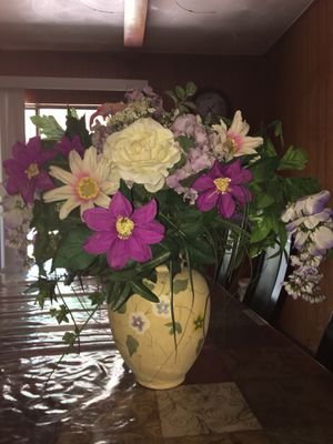 Flowers with vase for Sale in Irving, TX