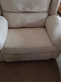 Free, Huge Recliner for Sale in Leavenworth,  WA