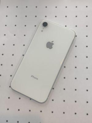 iPhone XR (64 GB) Desbloqueado con garantià for Sale in Cambridge, MA