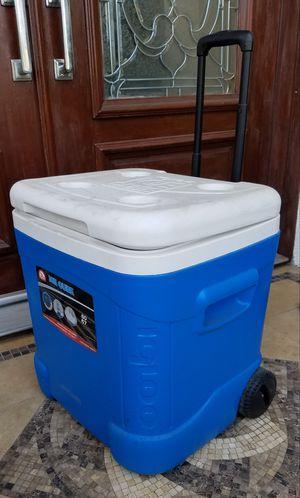 Lk New Igloo Ice Beverage Cooler + Rolling Wheels for Sale in Monterey Park, CA
