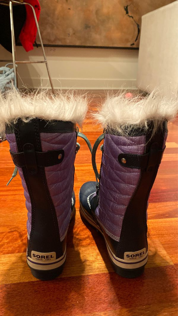 Sorel like new Girls Tofino boot. Barely used. Size 5.