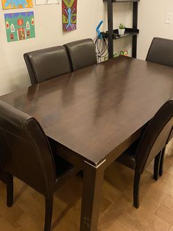 Dining Room Table And 6 Leather Chairs for Sale in Issaquah,  WA
