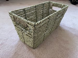Cute Straw basket storage container in good condition for Sale in El Monte, CA