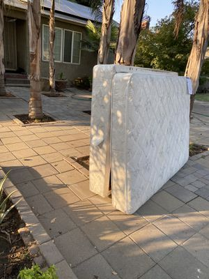 1312 e Cornell FREE mattress, no pets.. has a stain but is washable for Sale in Fresno, CA