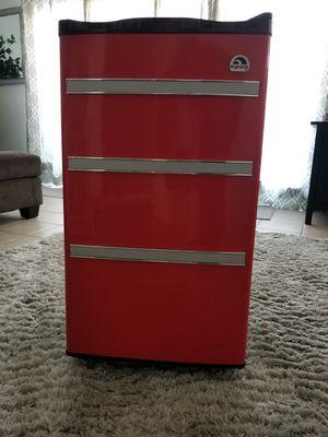 IGLOO 3.2 cu.ft. Mini Fridge in Red for Sale in Westminster, CA